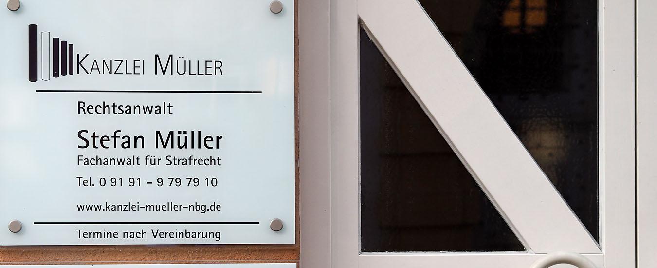 Eingang zur Rechtsanwaltskanzlei Müller
